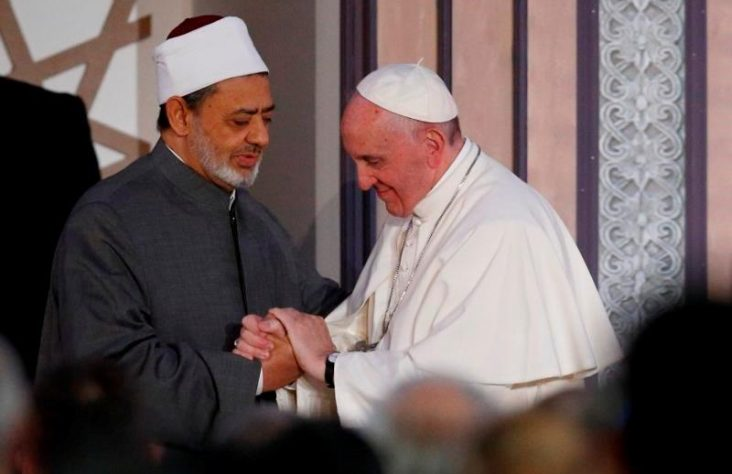 Unmask violence posing as holy, pope tells religious leaders in Egypt