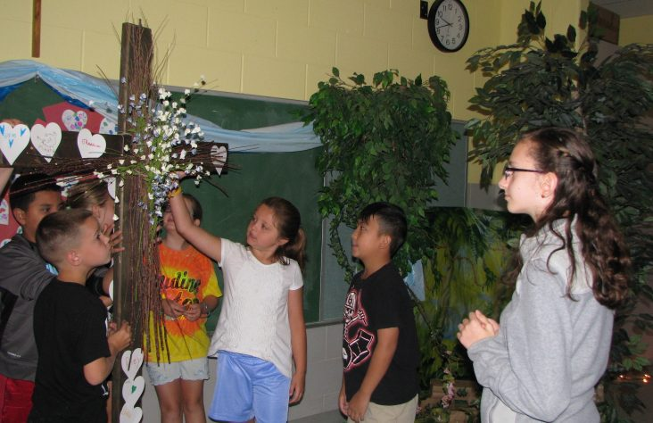 Children engage with 'The Maker'  at Holy Family VBS
