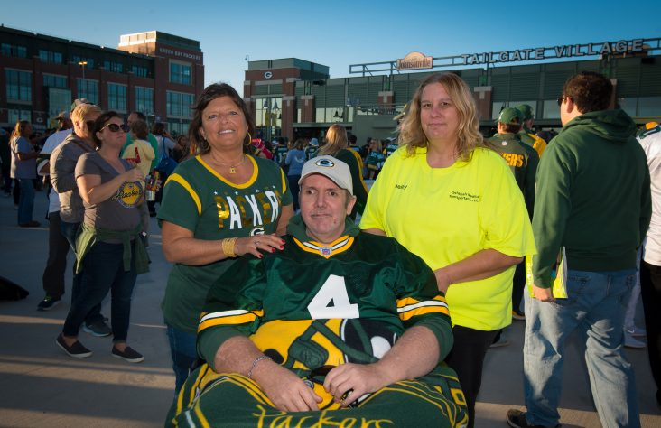 Packers fan sees game with aid from hospice, diocese