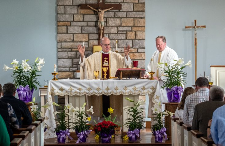 Easter is Church's greatest feast, 'solemnity of solemnities,' says bishop