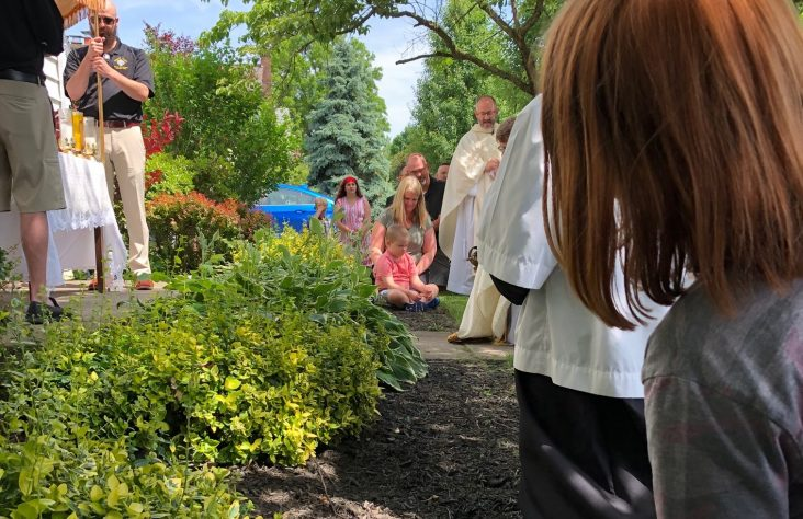 On feast of Corpus Christi, eucharistic procession visits ill child