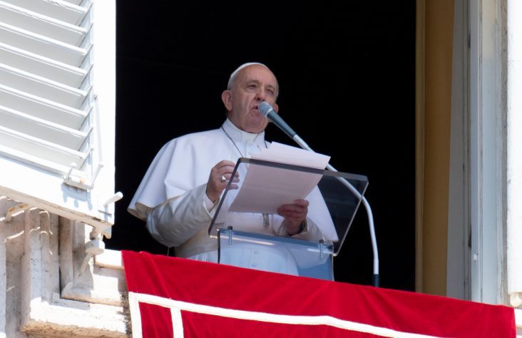 Pope at Angelus: Christians choose fidelity to Gospel over hypocrisy
