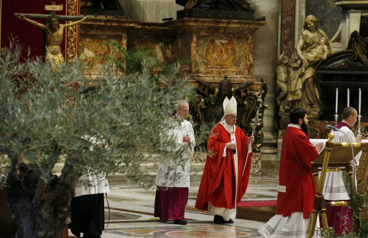 Pope on Palm Sunday — Life, measured by love, is meant to serve others