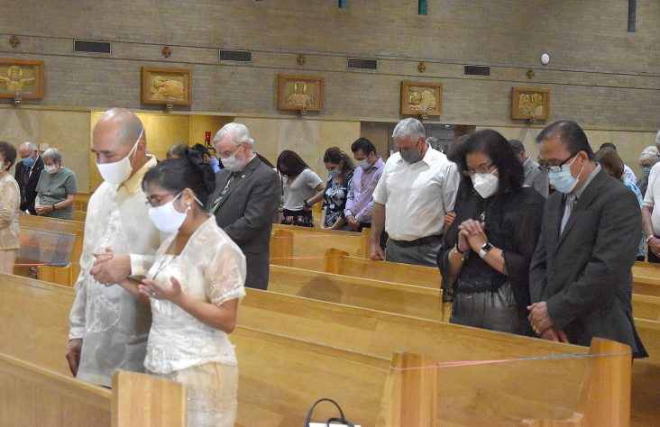 Couples witness to God's love and fidelity at anniversary Mass
