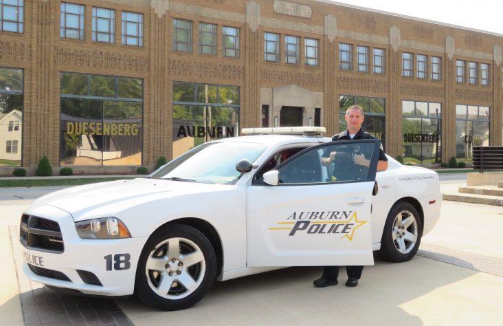 Auburn police officer 'owns' Catholic faith on job
