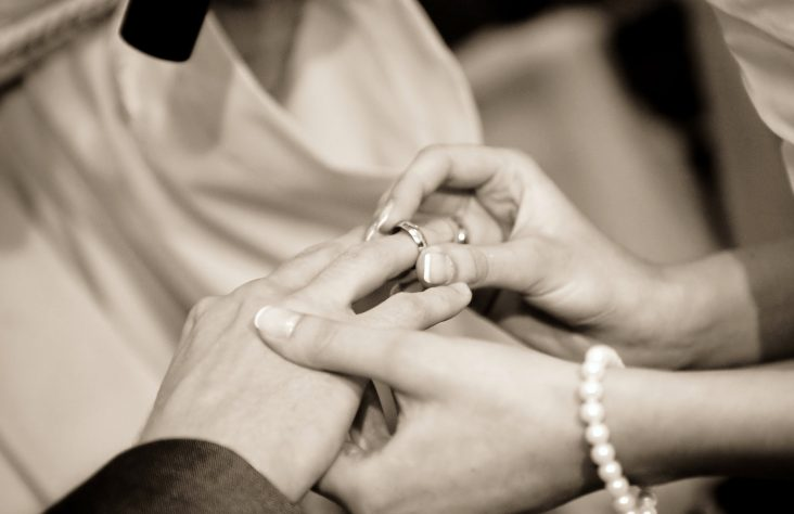 Tips to improve marriages center on prayer