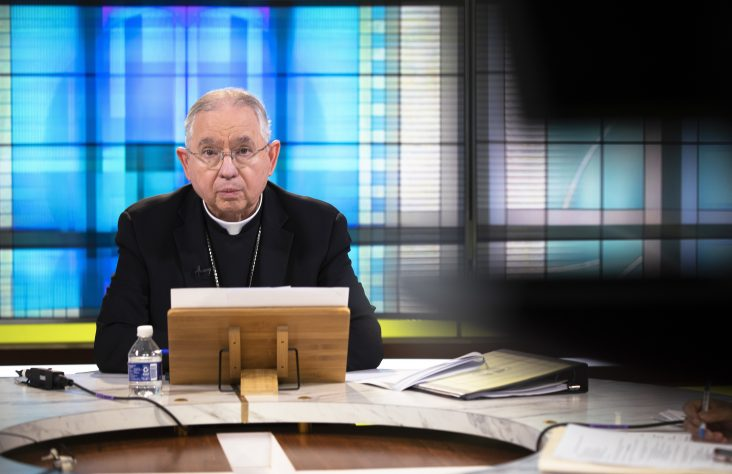 Meeting opens with debate over time allotted to discuss Communion proposal