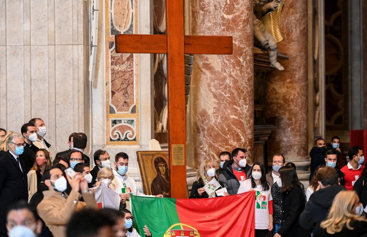 Be prophets of 'hope-filled future,' pope tells young people