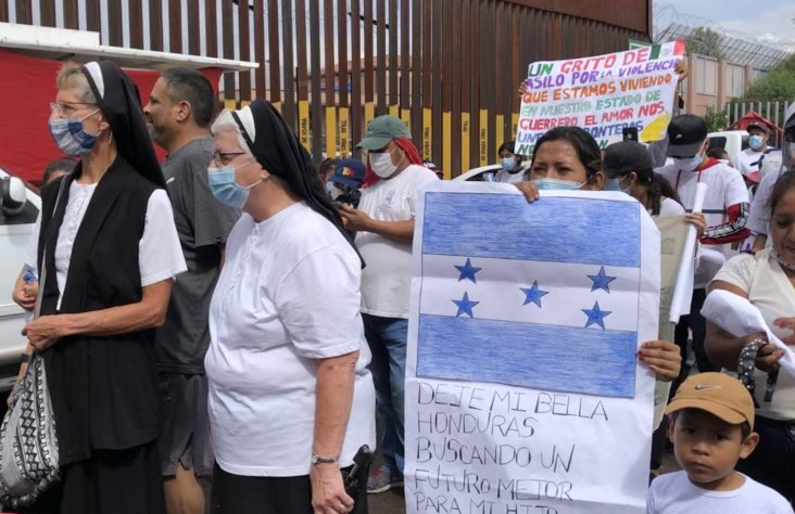 Migrants, advocates gather at border, call on Biden to help
